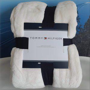 Tommy Hilfiger Queen Fleece Blanket